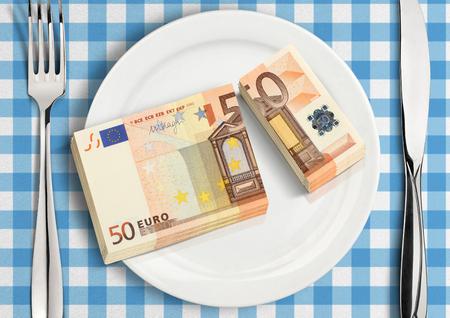 Fractionnement d'argent sur plaque, concept de partage financier Banque d'images