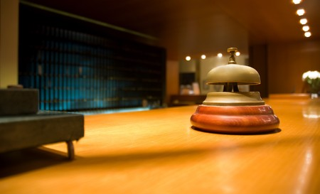 bell bronze bell: Campana de bronce en la recepci�n del hotel (someras DOF)