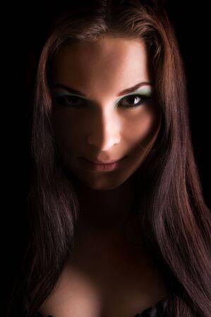 evil girl: Ritratto di luce drammatica della giovane donna bella  Archivio Fotografico