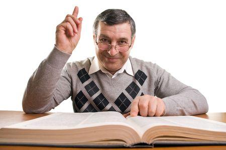 profesor: Hombre Senior con libro (aislado en blanco)