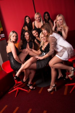 Foto di gruppo belle ragazze in night club photo