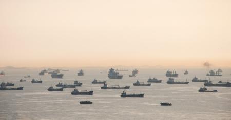 Vessels on road  Singapore strait  Banco de Imagens