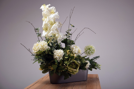 arrangements: Artificial flowers bouquet in the vase