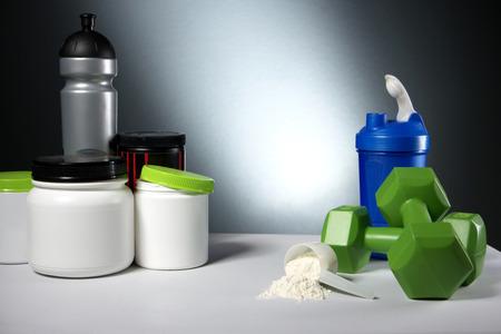 fortaleza: contenedores suplemento de la nutrición de entrenamiento deportivo
