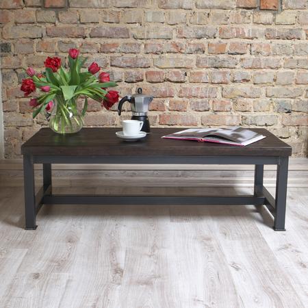 madera rústica: mesa de madera moderna en el loft