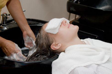 shampooing: Hair treatment in spa