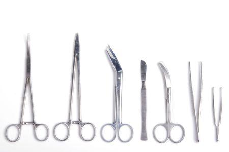 Cirujano herramientas - bisturí, pinzas, pinzas, tijeras - aislados en fondo blanco  Foto de archivo - 3091375