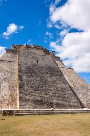 Anicent pirámide maya de Uxmal, Mexico Foto de archivo - 4230949
