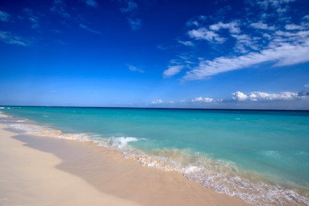 Beautiful beach and  waves of Caribean Sea Stock Photo - 4230989