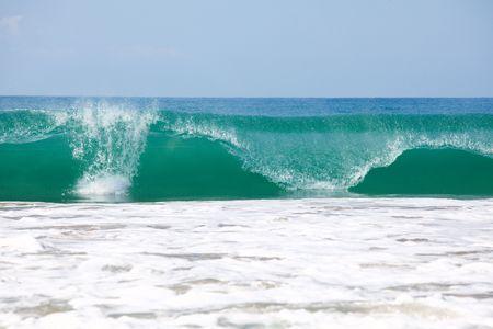 granola: Gran ola en el Oc�ano