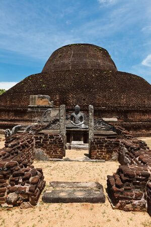 vihara: Ancient Buddhist dagoba (stupe) Pabula Vihara. Ancient city of Pollonaruwa, Sri Lanka  Stock Photo