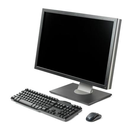 ordinateur bureau: Poste de travail informatique (moniteur, clavier et souris) isol�e sur fond blanc