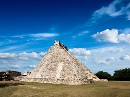 Anicent mayan pyramid (Pyramid of the Magician, Adivino  ) in Uxmal, Mérida, Yucatán, Mexico Фото со стока