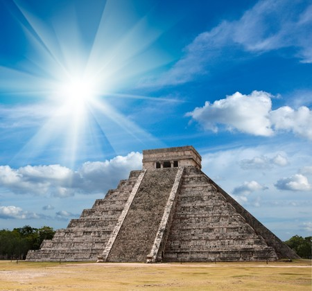 maya: Anicent pir�mide maya de Chich�n-Itz�, M�xico  Foto de archivo