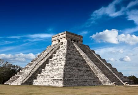 Anicent mayan pyramid in Chichen-Itza, Mexico photo