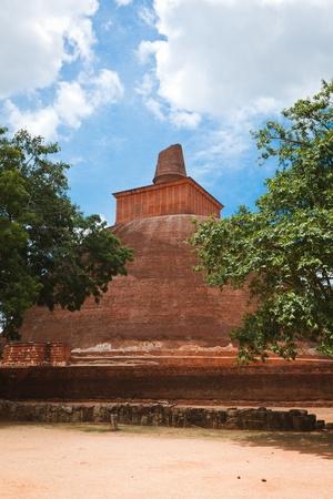 anuradhapura: Jetavaranama dagoba (stupa). Anuradhapura, Sri Lanka  Stock Photo