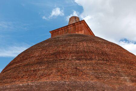 anuradhapura: Jetavaranama dagoba  (stupa). Anuradhapura, Sri Lanka