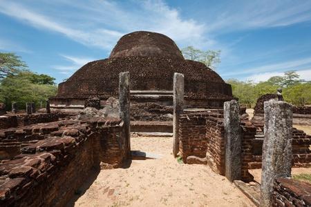 brich: Ancient Buddhist dagoba (stupe) Pabula Vihara. Ancient city of Pollonaruwa, Sri Lanka Stock Photo