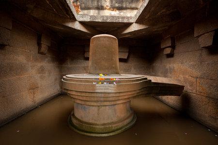 linga: Badavi Linga (Badavlinga) - monolithic Shiva Linga. Hampi, Karnataka Editorial