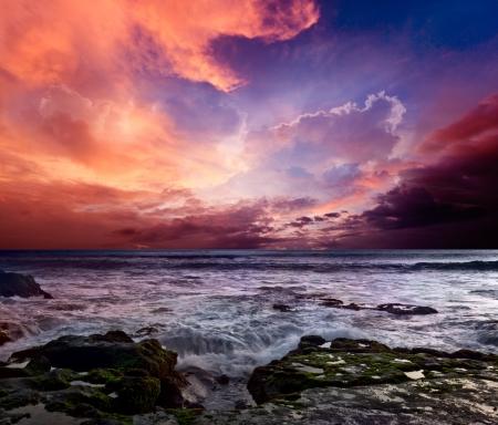 amanecer: Costa rocosa. Puesta del sol