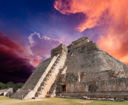 old ruin: Anicent mayan pyramid in Uxmal, Mexico Stock Photo