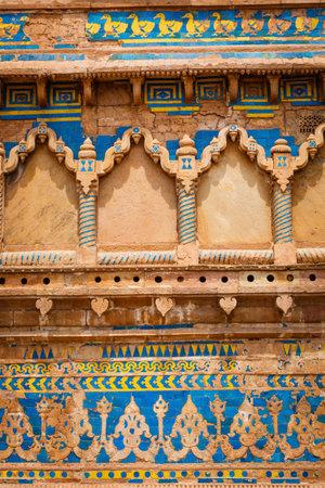 madhya pradesh: Mughal style wall ornaments. Gwalior Fort. Madhya Pradesh, India