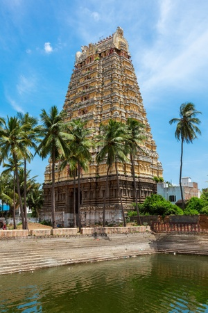 temple tank: Gopura (tower) and temple tank of Lord Bhakthavatsaleswarar Temple Stock Photo