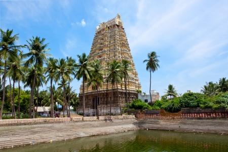 pallava: Gopura (tower) and temple tank of Lord Bhakthavatsaleswarar Temple Stock Photo