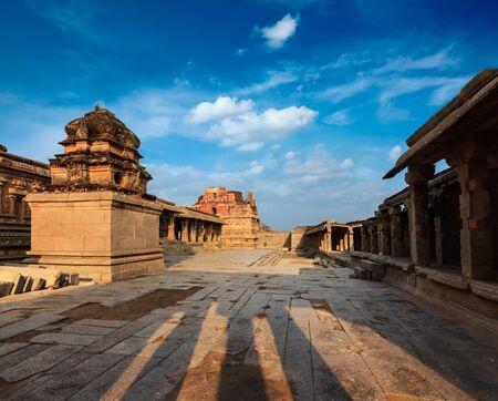 karnataka: Templo de Krishna en puesta del sol. Royal Center, Hampi, Karnataka, India