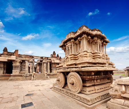 karnataka: Carro de piedra en el templo Vittala. Hampi, Karnataka, India Editorial
