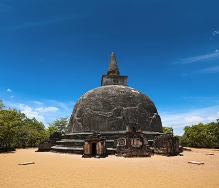 dagoba: Kiri Vihara - ancient dagoba. Pollonaruwa, Sri Lanka