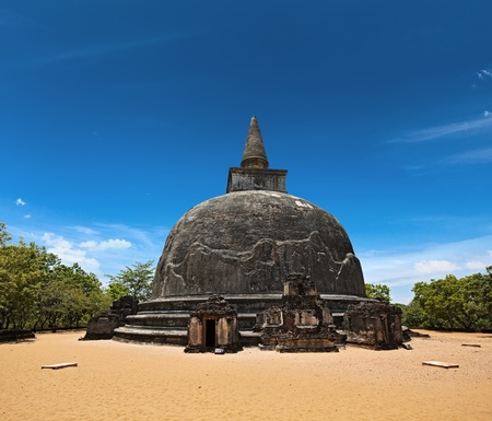 vihara: Kiri Vihara - ancient dagoba. Pollonaruwa, Sri Lanka