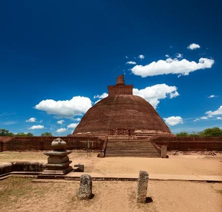 dagoba: Jetavaranama dagoba  (stupa). Anuradhapura, Sri Lanka