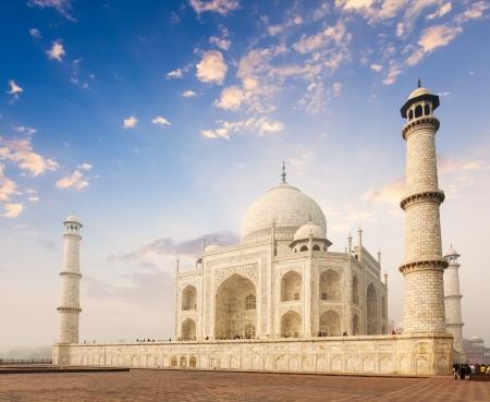 reiste: Taj Mahal auf sunrise Indian Symbol - Indien Reisen Hintergrund Agra, Indien