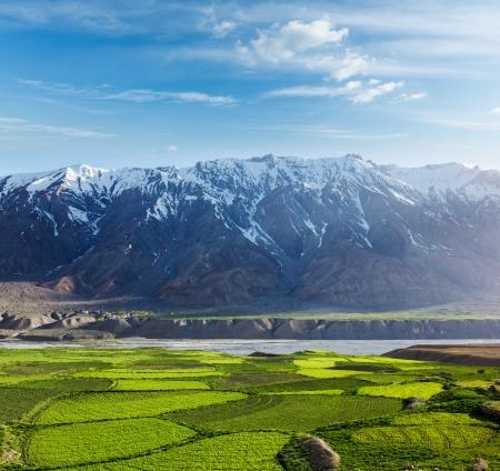 Spiti Valley - schneebedeckten Himalaya-Gebirge. Himachal Pradesh, Indien Standard-Bild - 19606216