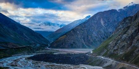 earthroad: Manali-Leh road in Lahaul valley. Himachal Pradesh, India
