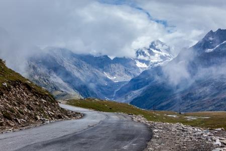 snowcapped: Road in Himalayas. Rohtang La pass, Himachal Pradesh, India Stock Photo