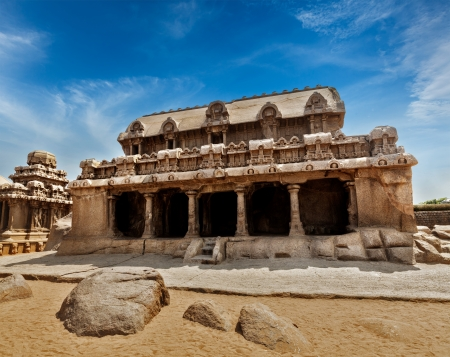 mamallapuram: Five Rathas - ancient Hindu monolithic Indian rock-cut architecture. Mahabalipuram, Tamil Nadu, South India Stock Photo