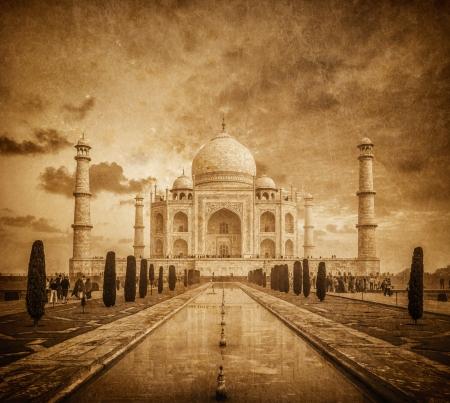 uttar pradesh: Taj Mahal vintage image. Indian Symbol - India travel background. Agra, Uttar Pradesh, India