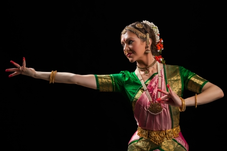india people: Young beautiful woman dancer exponent of Indian classical dance Bharatanatyam