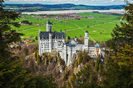 neuschwanstein: Famous Bavarian landmark - Neuschwanstein Castle (Schloss Neuschwanstein). Bavaria, Germany