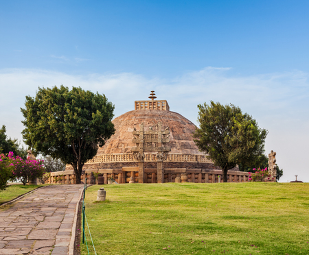 madhya pradesh: Great Stupa - ancient Buddhist monument. Sanchi, Madhya Pradesh, India