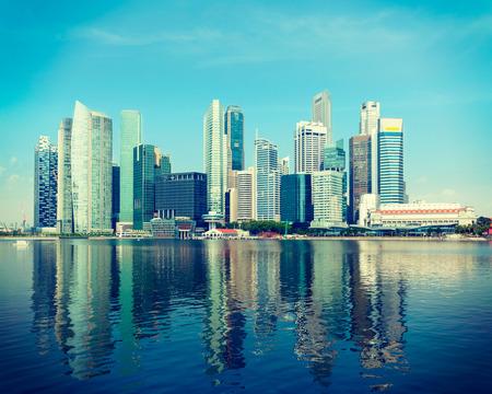 일 비즈니스 지구 싱가포르 스카이 라인과 마리나 베이 (Marina Bay)의 빈티지 복고풍 힙 스터 스타일의 여행 이미지 스톡 콘텐츠