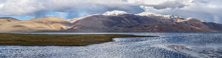 wetland conservation: Panorama of Himalayan mountain lake in Himalayas Tso Moriri (Tsomoriri Wetland Conservation Reserve), Korzok,  Changthang area, Ladakh, Jammu and Kashmir, India Stock Photo