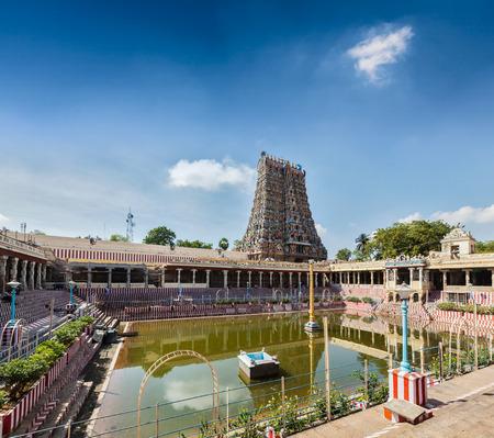 dep�sito agua: Tanque de agua Templo Sri Menakshi, Madurai, Tamil Nadu, India
