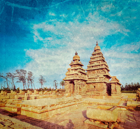 pallava: Vintage retro hipster style travel image of famous Tamil Nadu landmark - Shore temple, world  heritage site in  Mahabalipuram, Tamil Nadu, India with grunge texture overlaid Stock Photo