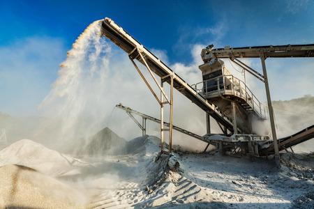 Industrial crusher - rock stone crushing machine 스톡 콘텐츠