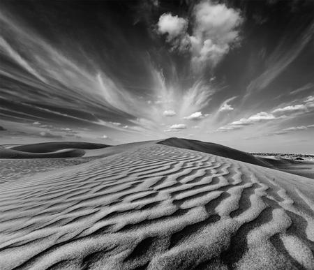 fondo blanco y negro: Dunas del desierto de Thar, Rajast�n, India