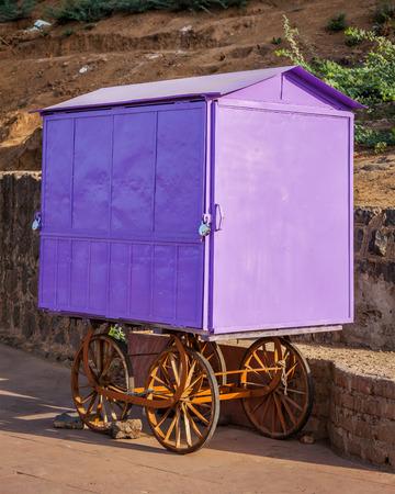 hawker: Street vendor hawker purple cart, India Stock Photo
