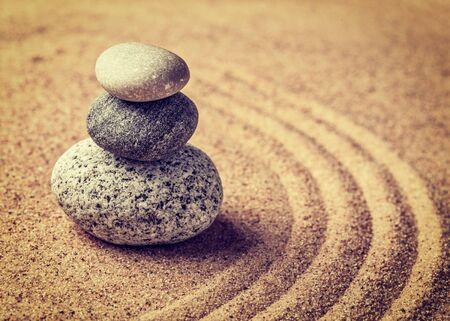 concepto equilibrio: Jard�n japon�s de piedra Zen Foto de archivo